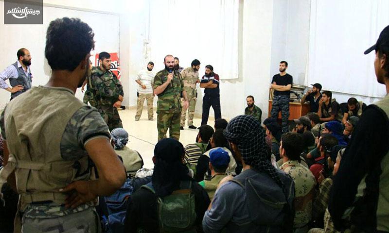 """قادة ومقاتلون من """"جيش الإسلام"""" قبيل إطلاق معركة """"ذات الرقاع""""- الاثنين 8 آب (تويتر)"""