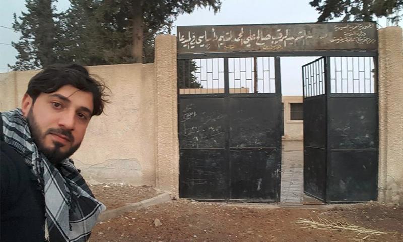 الناشط براء عبد الرحمن داخل بلدي ميدعاني في الغوطة الشرقية - 30 تشرين الثاني (فيس بوك)
