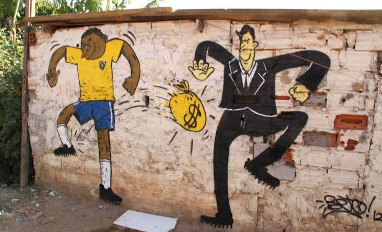 لافتة على جدارٍ في البرازيل أثناء التحضير لكأس العالم (إنترنت)