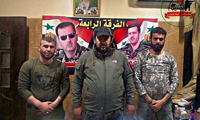 أسعد البهادلي يتوسط عناصره وجنودًا من الفرقة الرابعة التابعة لقوات الأسد - 29 آذار 2017 (صفحة الميليشيا في فيس بوك)