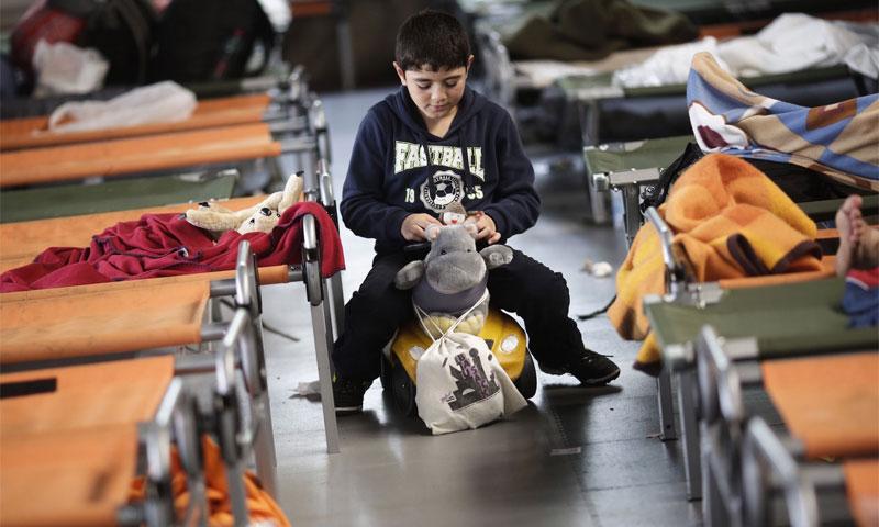 """طفل سوري في """"كامب"""" للاجئين في ألمانيا - 14 تشرين الثاني 2015 (buzzfed)"""