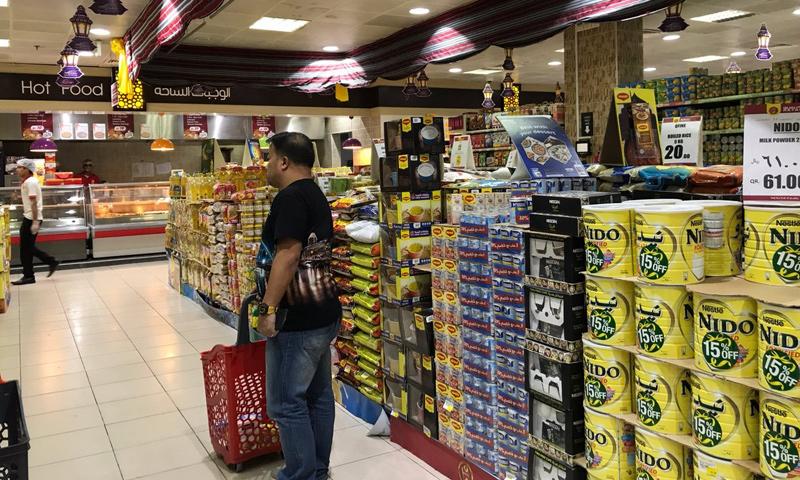 المنتجات التركية المستوردة جوُا في المتاجر القطرية - 9 حزيران 2017 - (فرانس برس)