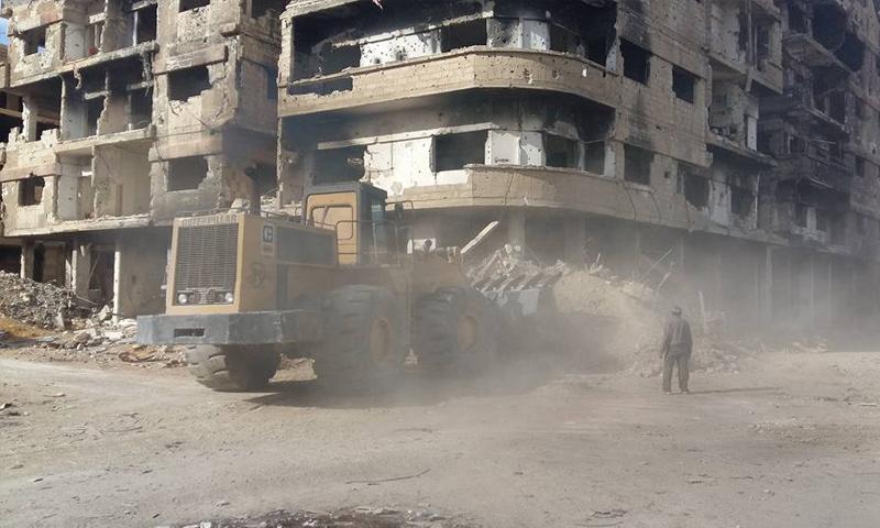 إزالة الأنقاض من شوارع مدينة داريا في ريف دمشق - 25 كانون الأول (المكتب التنفيذي لبلدية داريا)