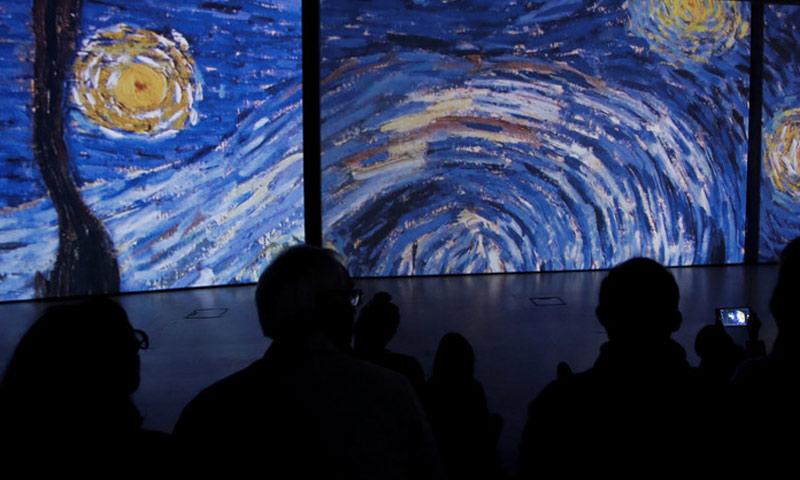 الخيال له علاقة وثيقة بتنمية الذكاء والقدرة على الإبداع سواء في الفن أو العلم (رويترز)