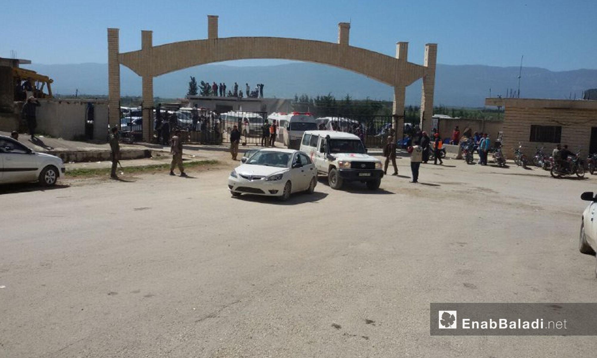 وصول الدفعة الثانية من عربين إلى قلعة المضيق بريف حماة - 26 آذار 2018 (عنب بلدي)