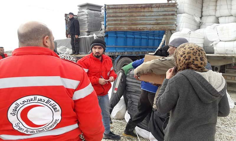 مساعدات إغاثية للنازحين في مخيم العريشة بالحسكة 6 كانون الأول (الهلال الأحمر)