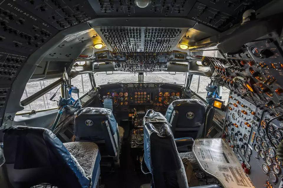 قمرة القيادة في طائرة VC-137C الرئاسية (AOPA)