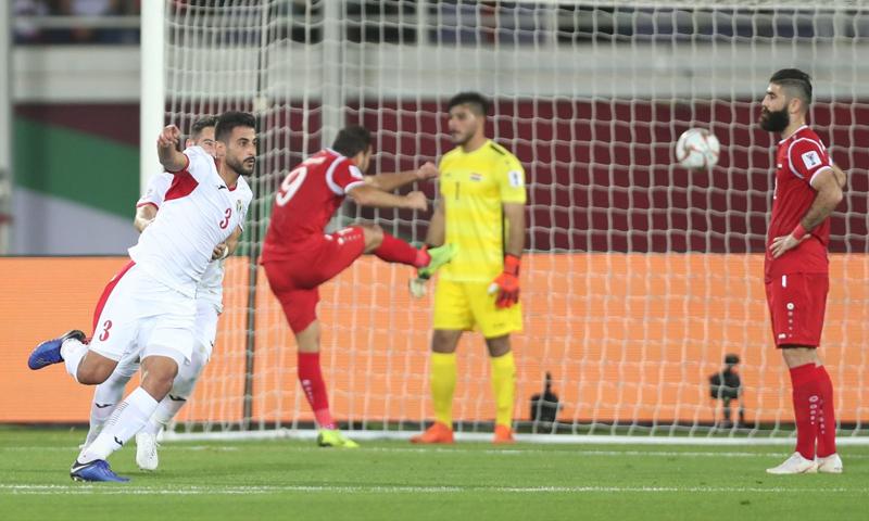 المنتخب الأردني خلال تسجيل الهدف الثاني في الشباك السورية في كأس أمم آسيا 2019 (AFC)