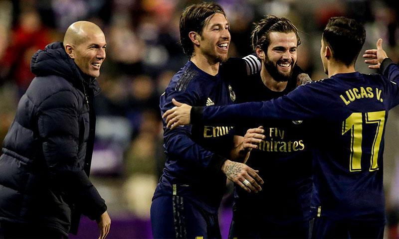 احتفال ناتشو مع زيدان وزملاؤه في الفريق بتسجيل هدف الفوز- 26 كانون الثاني 2019 (حساب ريال مدريد/تويتر)