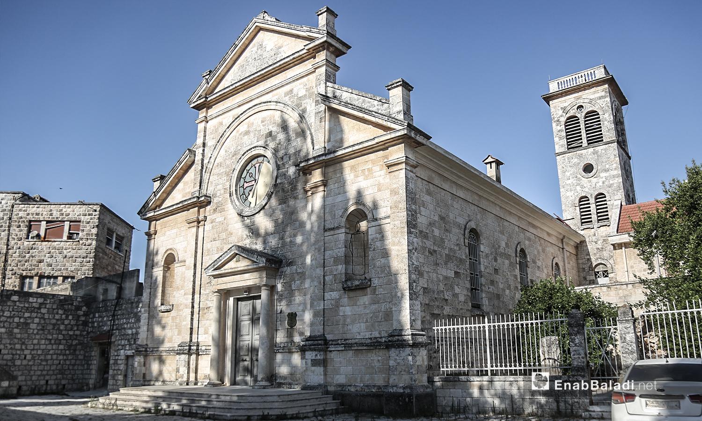 """كنيسة """"مار يوسف"""" في قرية القنية في ريف إدلب الغربي - تموز 2020 (عنب بلدي)"""
