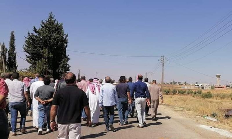 [6:03 PM] Ali Darwish وجهاء كناكر خلال توجههم لمفاوضة قوات النظام - 2 من تشرين الأول 2020 (كناكر مباشر)