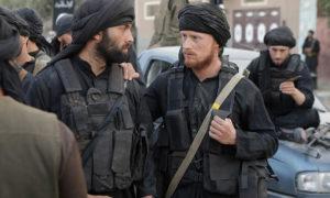 لقطة من الفيلم تظهر عناصر لتنظيم داعش وهم جزء أساس من قصة الفيلم.