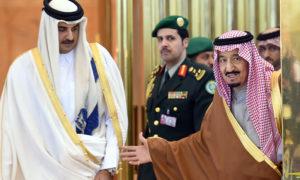 الملك السعودي سلمان بن عبد العزيز بصحبة أمير قطر الشيخ تميم بن حمد - 4 كانون الأول 2016-(CNN)