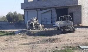 """سيارة انقسمت إلى جزئين بعد استهداف بعبوة ناسفة تبناه تنظيم """"الدولة""""- 26 من كانون الأول 2020 (تويتر)"""