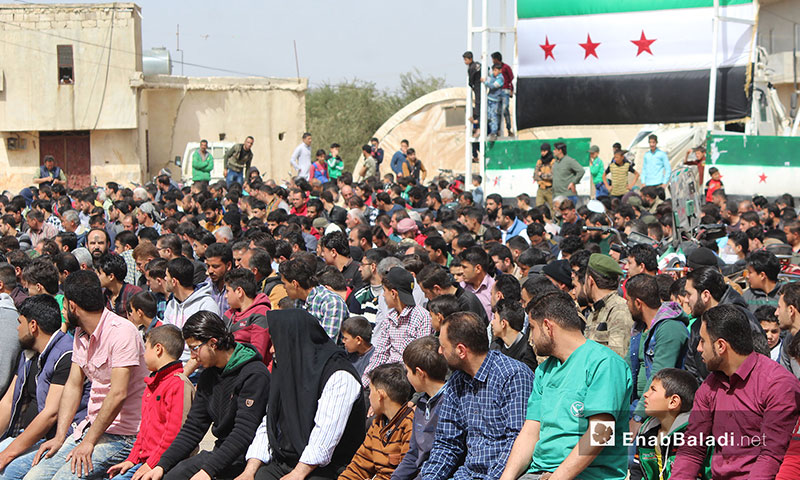 Thousands of civilians in a picket in the Bab al-Salameh crossing in northern Aleppo calling on Turkey to move towards Tell Rifaat – March 23, 2018 (Enab Baladi)